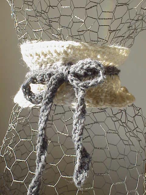 Ivory scarflette w/charcoaltie